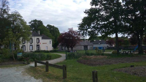 Construire à La Grigonnais -  Le Jardin Partagé d'Anna et La Mairie