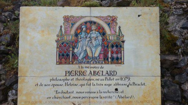 Construire au Pallet -  Plaque à la mémoire de Pierre Abélard