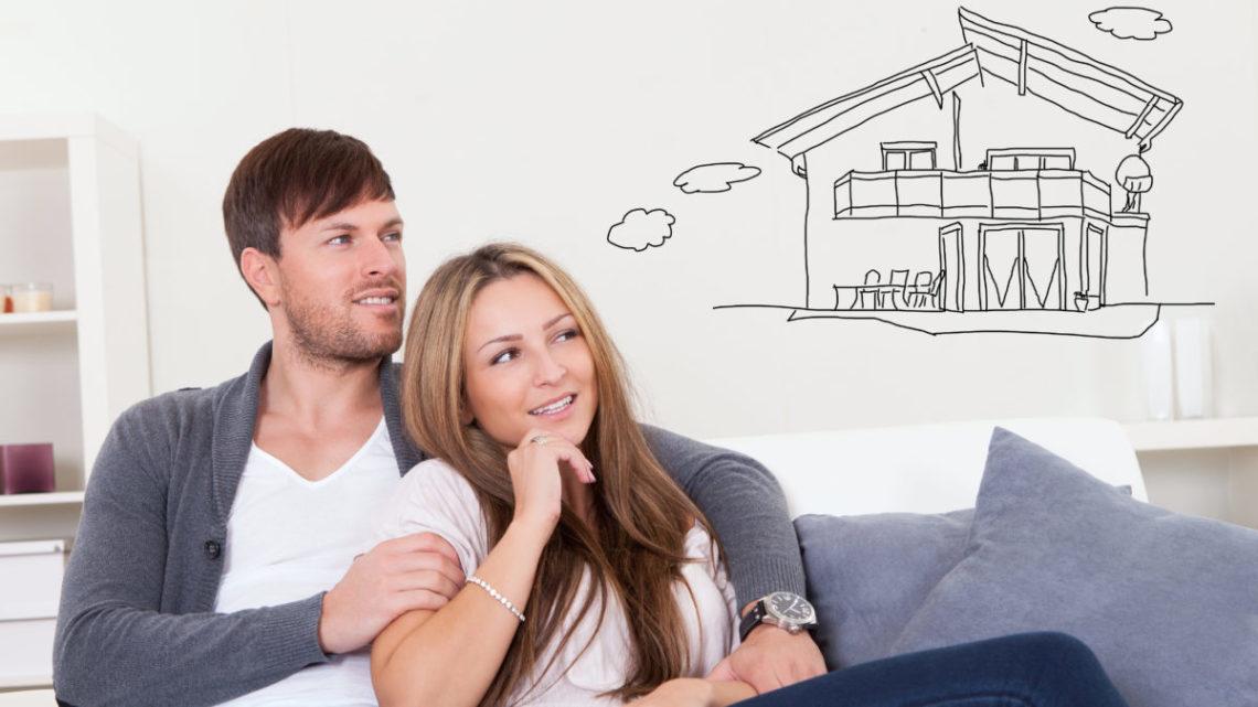 Couple rêvant d'une Maison