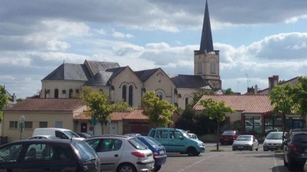 Construire à Pont-Saint-Martin -  Église depuis la Place de la Mairie