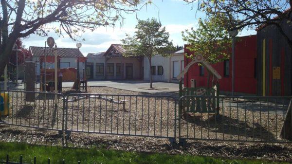 Construire à Saint-Aignan-de-Grand-Lieu -  Cour de l'École Jules d'HERBAUGES