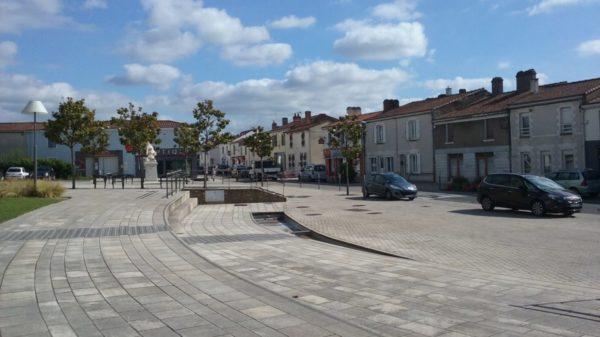 Construire à La Chevrolière -  Place de l'Église et ses Commerces