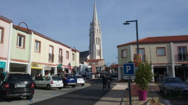 Construire au Loroux-Bottereau -  Église depuis la place Rosmadec